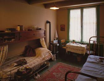 9e4a5bfec701741d544e8e5619ef8c63--anne-frank-house-house-interiors