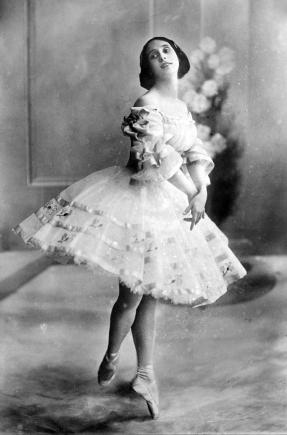 anna-pavlova-1909.jpg
